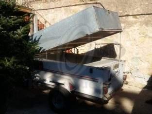 Oferta remolque muy práctico con cajón superior elevable