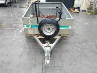 remolque de carga y bicicletas